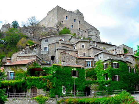 Castevecchio di Rocca Barbena (SV) | Cosa vedere nel borgo ligure