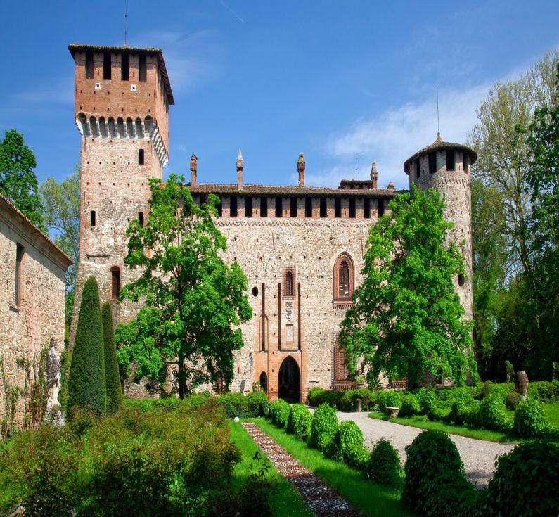 Grazzano Visconti (PC)   Cosa vedere nel borgo dell'Emilia - Romagna